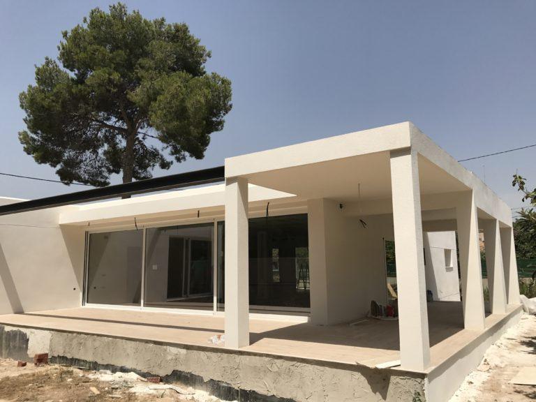 Los sistemas de aluminio de centroalum en un nuevo chalet en Valencia